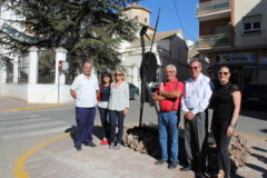 La escultura del Quijote ya luce en el centro de La Roda