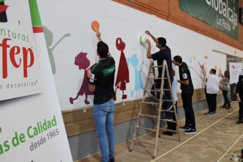 El mural #MatealEstigma ya luce en el Pabellón Juan José Lozano Jareño de La Roda