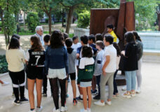 Visitas guiadas para escolares en la exposición escultórica 'Arte en la calle'