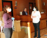 Comienza la entrega de mascarillas a comercios de La Roda