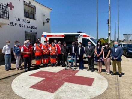 Emiliano García-Page visita el puesto de mando de Cruz Roja en La Roda