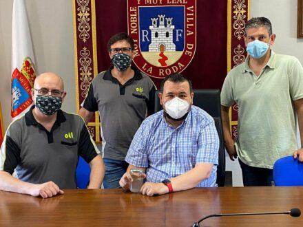 Juan Ramón Amores se reúne con la empresa que ya ataja de raíz la plaga de mosquitos