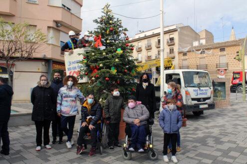 ASPRONA decora el árbol de Navidad de La Miliaria