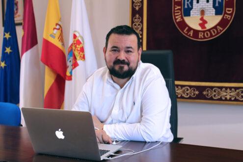 Juan Ramón Amores confirma que la rehabilitación de las viviendas sociales han comenzado