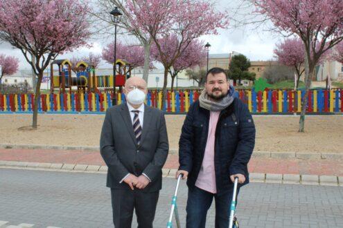 El Ayuntamiento invierte más de 100.000 euros en los parques infantiles de La Roda