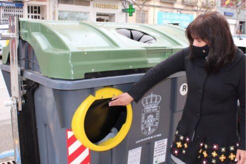 El Ayuntamiento instala los cinco primeros contenedores accesibles