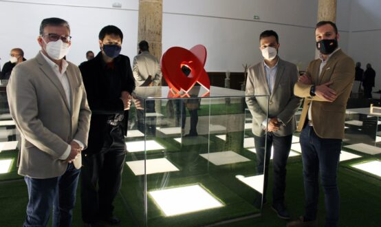 'Artefacto espiritual' de Ramón Urban y 'Ciudadela' de Mar Solís, ganadores del premio 'Rafael Canogar'